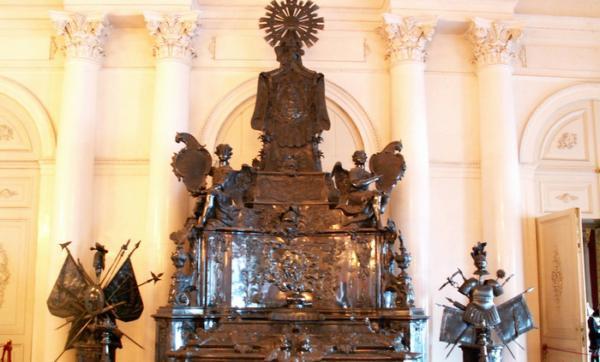 serebrjanaja-grobniza-alexandra-nevskoqo